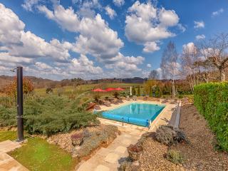 Villa with Heated Pool, Jacuzzi, Sauna, Gym, Wi-Fi, Sarlat-la-Canéda