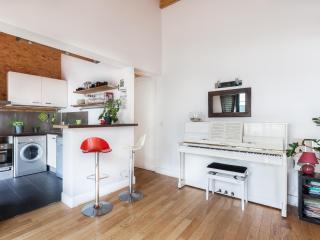 onefinestay - Rue des Trois Bornes apartment, Chaumontel