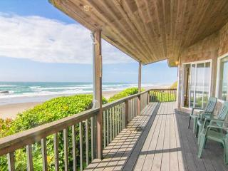 Oceanfront Beauty With Splendid View King Suite and Spa Tub!