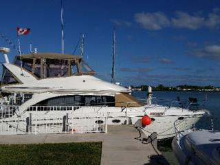 Why rent a room stay on a luxury Yacht!, Grassy Key