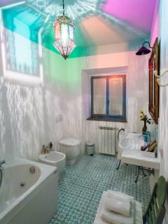 The many colours of our Green bathroom (Room 1)