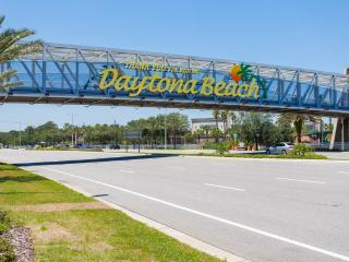 Daytona Inn Beach Resort 435, 1 Bedroom, Ocean View, Heated Pool, Sleeps 4, Daytona Beach