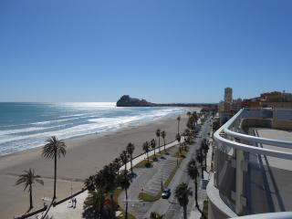Ref 251.- Excelente ático en 1ª línea con gran terraza y preciosas vistas al mar