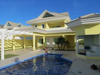 Casa de 04 quartos, com piscina, em condominio