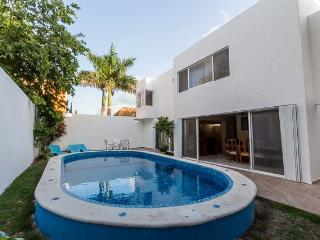 Casa Oro - Quiet In-Town Location, Pool, 4 Bedrooms, Cozumel