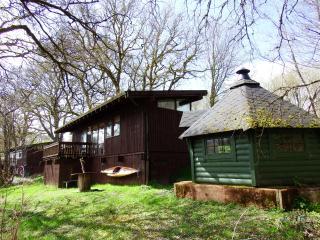 Lochside Log Cabin with Hot Tub & BBQ Hut