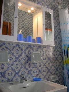 First Bathroom - Primo Bagno