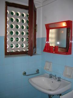 Second Bathroom -Secondo Bagno