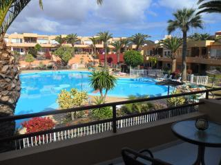 Luxury Apartment, Pool View, Beach nearby, holiday rental in Corralejo