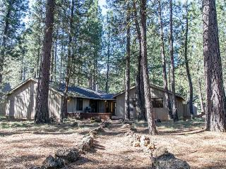 Spacious family-friendly home with great resort amenities!, Black Butte Ranch