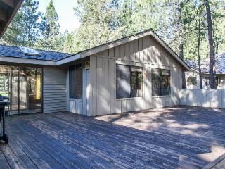 Spacious family-friendly home with shared hot tub & pool!, Black Butte Ranch