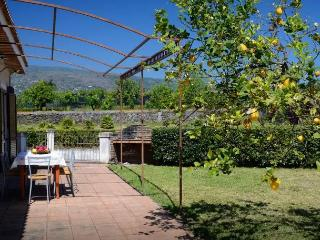 Lovely Villa Near The Sea And The Volcano Etna, Fondachello