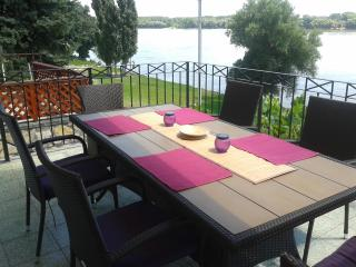riverbank holiday house in Mohacs city