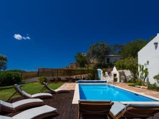 Quiet Countryside Villa,10 mins beach,private pool