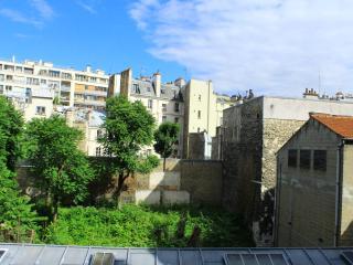 Lovely apartment 5 minutes to Montmartre, Parigi