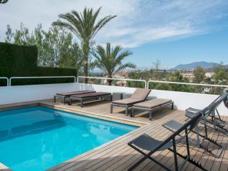 Elegant villa above Marbella