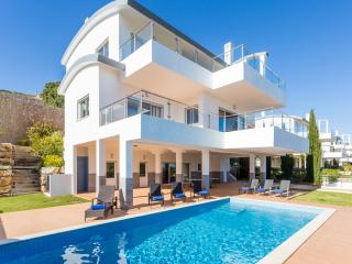 Very large luxury villa - heated pool & sea views