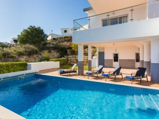 Very large luxury villa - heated pool & sea views