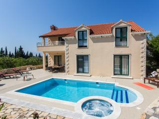 Villa Avoca - Three Bedroom Apartment with Two Balconies and Swimming Pool, Dubrovnik