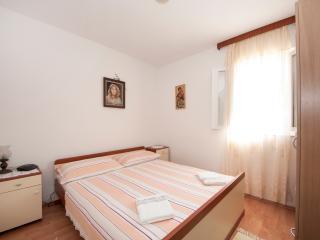 Apartments Mira - One Bedroom Apartment with Balcony(A2), Splitska