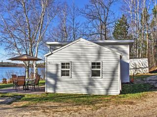 2BR Lakefront Pine River Cabin w/Fire Pit & Views
