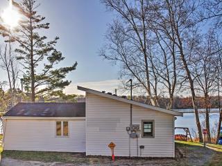 2BR Lakefront Pine River Cabin w/Fire Pit & Views