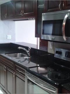 Fully-equipped kitchen with stove/oven, refrigerator, microwave, washer / dryer
