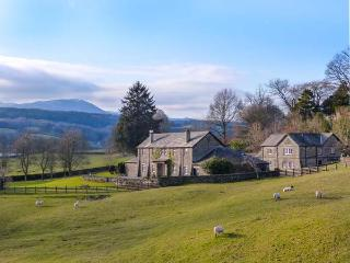 BUTTERMERE one of eleven apartments in a courtyard setting, woodburning stove, pet-friendly in Sawrey Ref 935815, Near Sawrey