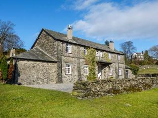 THIRLMERE one of eleven in a courtyard, woodburning stove, pet-friendly in Sawre