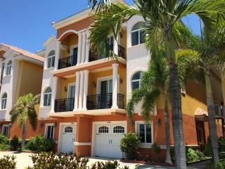 Waterfront Beach Townhouse: The Best of the Beach and the Bay, Redington Shores