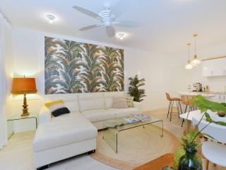 """Retro Banana"" Apartment, Port Douglas"