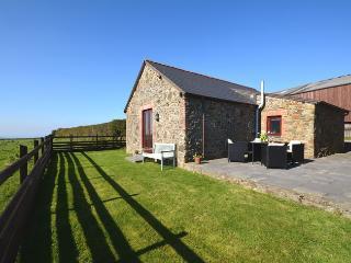 LINNE Barn situated in Hartland (3mls NE)