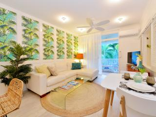 """Retro Palms"" Apartment, Port Douglas"