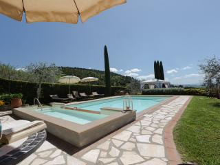 Villa in the town of Iano, 4 bedrooms with 4 bathrooms, A/C, Wi-Fi, private pool