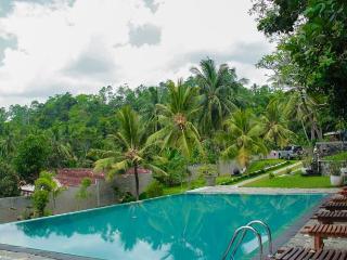 Romaya Villa with pool sleeps 8 AC