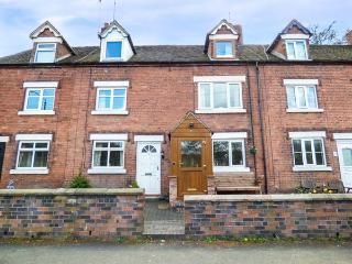 4 RAILWAY TERRACE, woodburner, pet-friendly, patio, WiFi, in Froghall, Ref