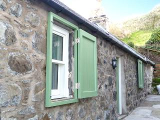 49 CROVIE VILLAGE, woodburning stove, coastal, WiFi, off road parking, Crovie