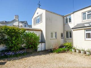 1 KING'S CLOSE, pet-friendly coastal cottage, WiFi, garden, Bembridge Ref 932588