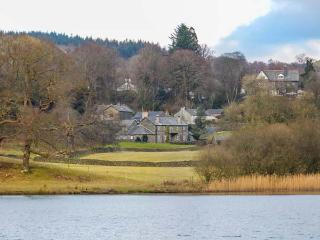 LOWESWATER one of eleven apartments in a courtyard setting, woodburning stove, pet-friendly in Sawrey Ref 935814