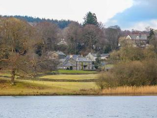 THIRLMERE one of eleven in a courtyard, woodburning stove, pet-friendly in Sawrey Ref 935817