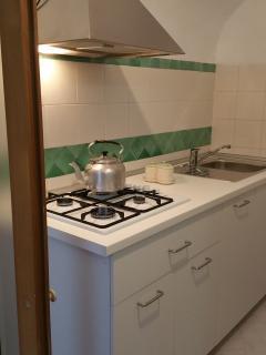 La piccola ed efficientissima cucina