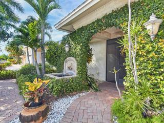 Charming tropical home walking distance to beach!