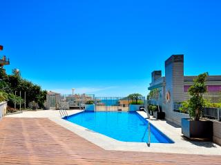 NEW!! modern luxury lovely apartment A sea view, beach 150 m, pool, free Wi-fi