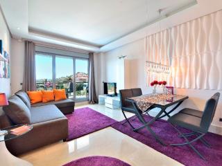 NEW!! modern luxury lovely apartment B sea view, beach 150 m, pool, free Wi-fi