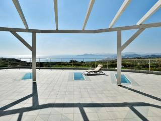 beautiful in-outdoor villa close to Rhodes town, La ciudad de Rodas