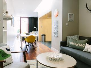 Modern Pad, Sleeps 8/10. City 15 mins by bus, Dublín