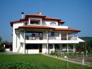 The White House Apartments, Kranevo