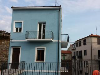 IL PIAZZALETTOI casa in paese tra mare e montagna, Orsogna