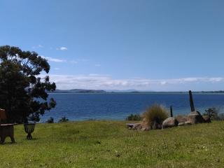 Simpsons Seaview - stunning views over the water, Bruny Island
