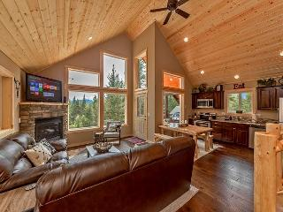 Deer Creek Lodge! 3BR+Loft | Sleeps 10 | Summer Pool | WiFi